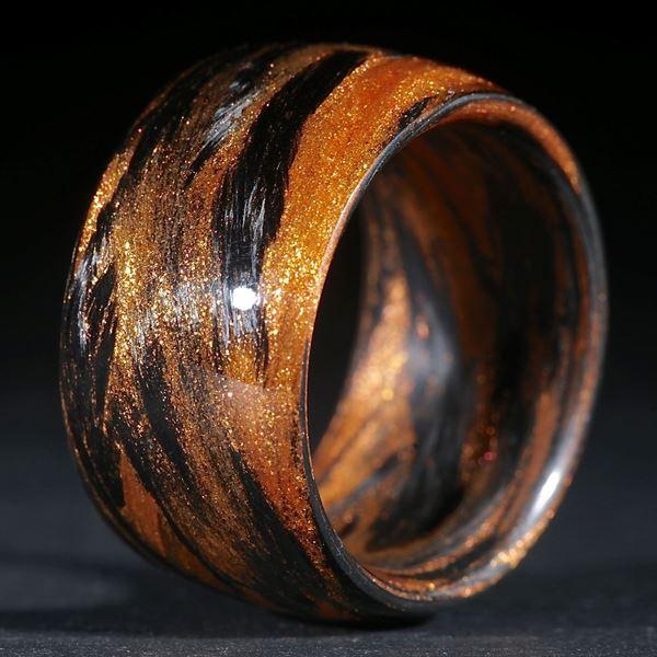 Fingerring Karbon / Mira Cosmic Bronce gewickelt