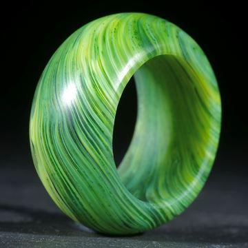 Fusing-Glas-Ring, grüngelb gestreift matt