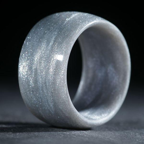Glasfaserring, handgewickelt (Perlglanzpigment Mira Silber mit Anilinschwarz)