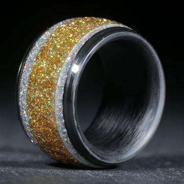 Gold/Silberholographic in Carbonring eingefasst und poliert
