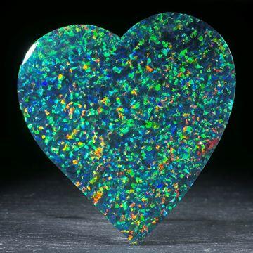 Herz aus synthetischem Opal