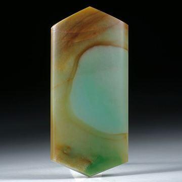 Jadeit Freiform, Oberseite gewölbt und poliert ca.53x24x5mm