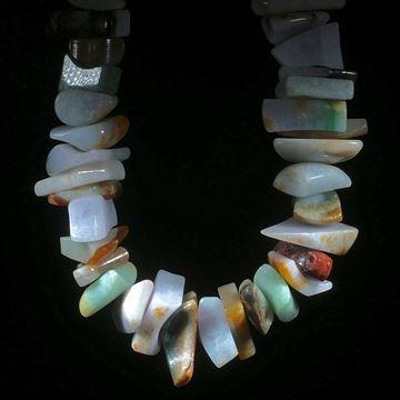 Jadeitcollier Fantasieformen poliert mit grosser Bohrung (5mm)