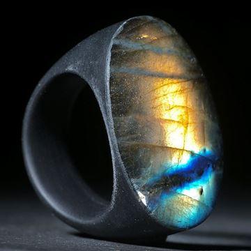 Labradorit-Ring mit Epoxy-Unterseite