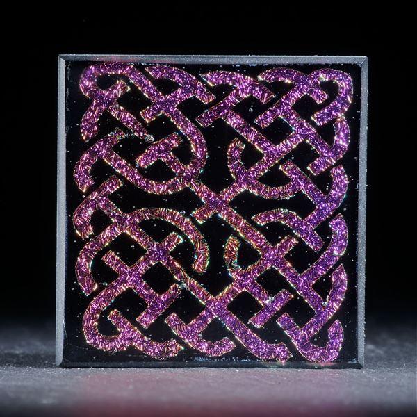 Opalglas mit keltischem Knotenmuster
