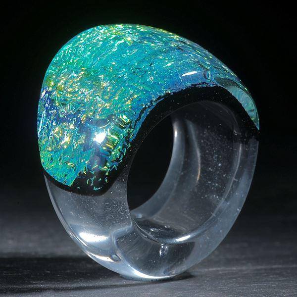 Opalglas Ring, konisch geschwungen geschliffen und poliert