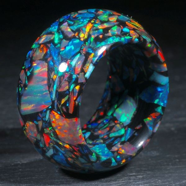 Ring aus synthetischem Opal