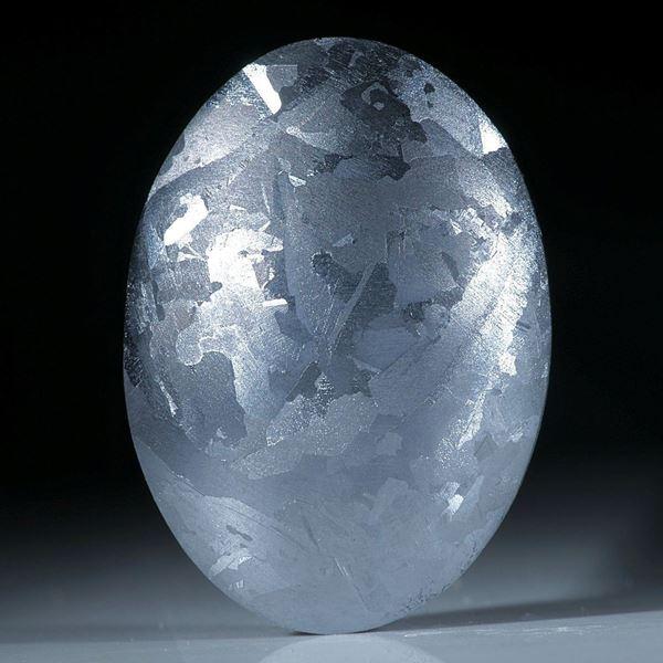Siliciumkristall, handgeschliffener ovaler Cabochon