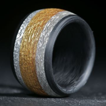 Gold/Silbertexring in Carbon eingefasst, matt