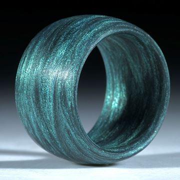 Fingerring Glasfaser, handgewickelt, Anilinschwarz mit Mira grün