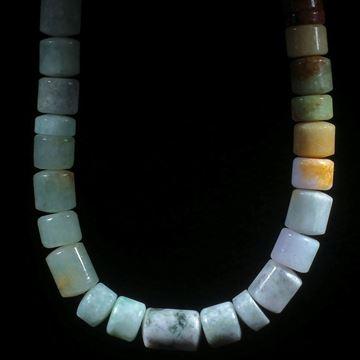 Jadeitcollier, Zylinderform mit gewölbten Seitenflächen