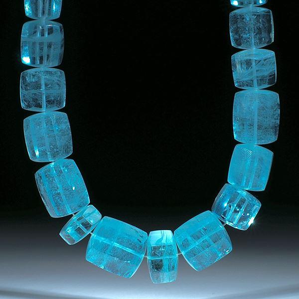 Aquamarin Brasilien mit sehr schöner Farbe, aufwendig geschliffenes Collier aus Sechseckformen