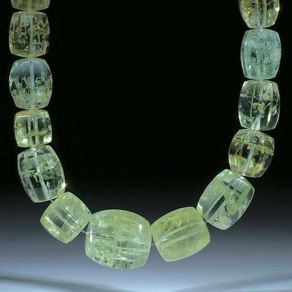 Beryll Brasilien, aufwendig geschliffenes Collier aus Sechseckformen