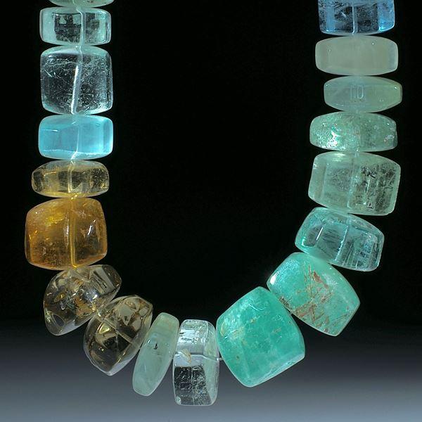 Beryll (Aquamarin, Smaragd, Goldberyll), Collier aus handgeschliffenen polierten Barockformen