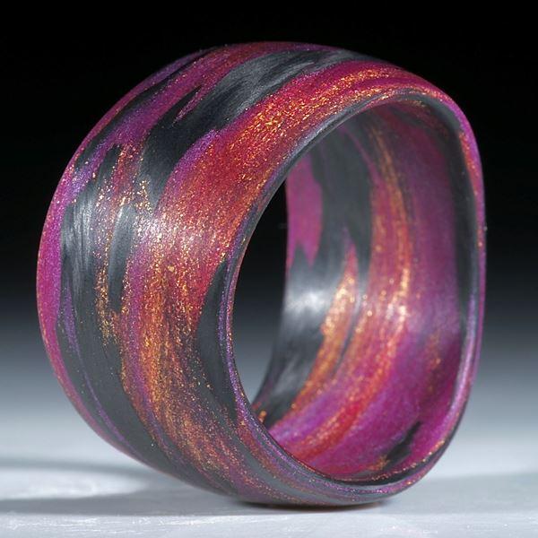 """Karbonring handgewickelt mit Glasfaser Cosmic Gold und Pink """"V5"""""""