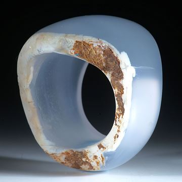 Chalcedon Ring mit naturbelassener Seite