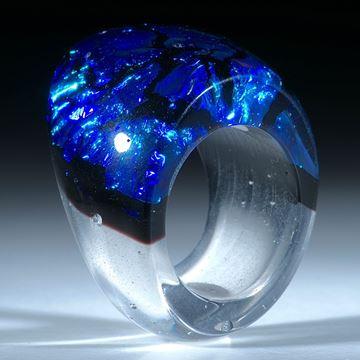 Dichroic Glass, Opalglas Ring, geschwungene Form