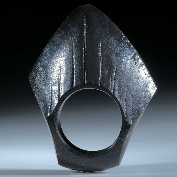 Fingerring aus einem versteinerten Megalodon Zahn