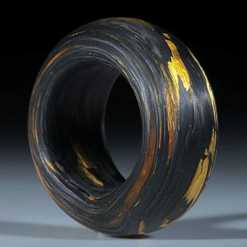Fingerring aus handgewickeltem Carbon mit Glasfaser und Blattgold (Echtgold)