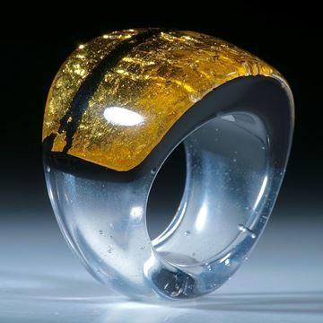Goldglas Fingerring, geschwungene Form im Verlauf geschliffen