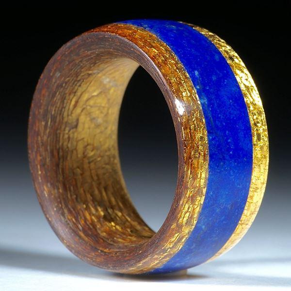 Goldtexring mit eingearbeitetem Lapislazuli