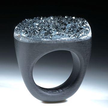 Hämatit (Eisenerz) auf Carbon Ringschiene