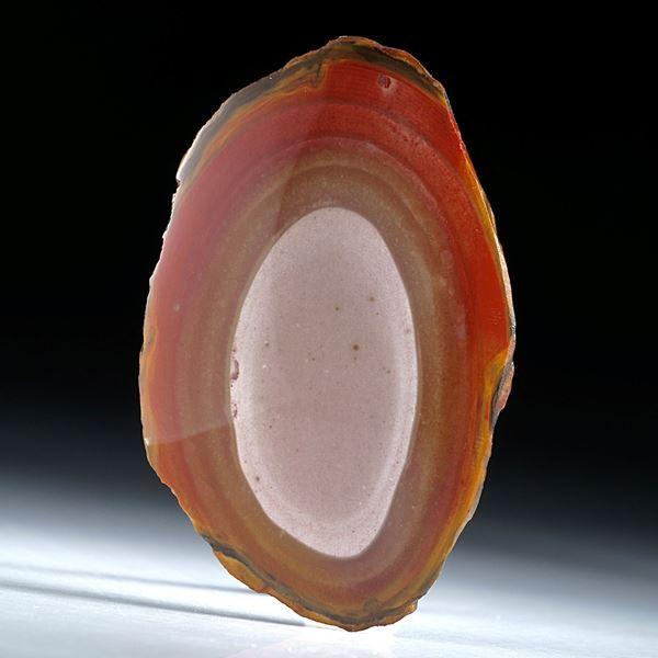 Jaspis poliert mit natürlicher Aussenform