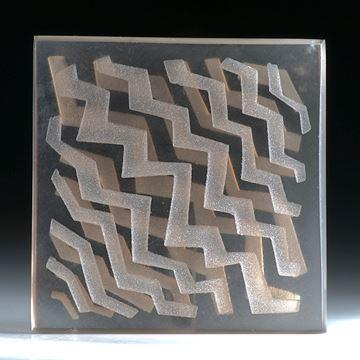 Rauchquarz Viereck in Torsion geschliffen (gebogen), mit sandgestrahltem Muster