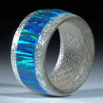 Silbertexring mit eingearbeitetem synthetischen Opal