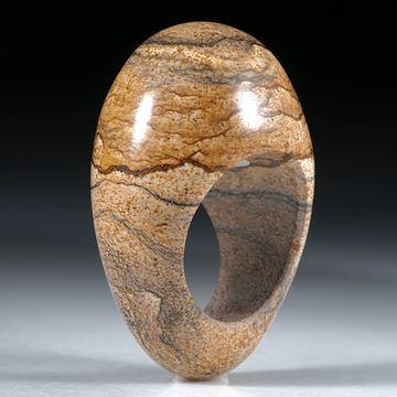 Steinring Kalaharijaspis, im Verlauf geschliffen
