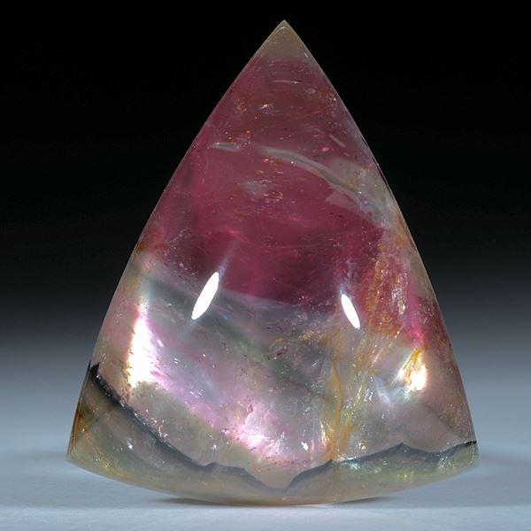 Turmalin mit Bergkristall doublettiert, dreieckiger Cabochon