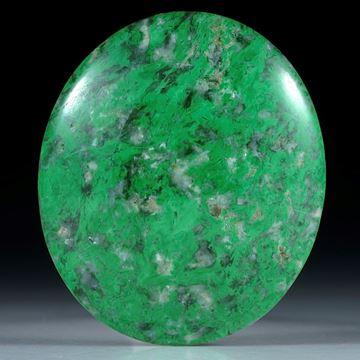 56965Maw-sit-sit, Chloromelanit, Myanmar,50.71ct. ovaler Cabochon ca.35.5x30.5x7.5mm, Edelsteinschleiferei Hochstrasser 10.14g 480
