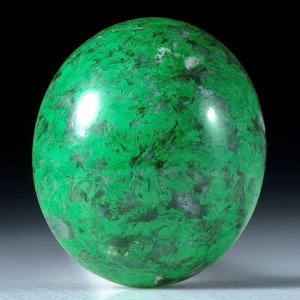 Maw-sit-sit, Chloromelanit, Myanmar,38.55ct. ovaler Cabochon ca.25.5x22x10.5mm