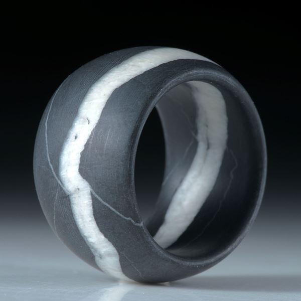 Kieselstein Fingerring, Bandring mit Quarzlinie mattiert