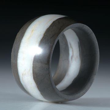 Kieselstein Fingerring, Bandring mit Quarzlinie poliert