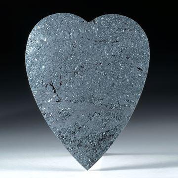 Hämatit, Eisenerz, Herzform bombiert mit Karbon hinterlegt ca. 57x45x8mm