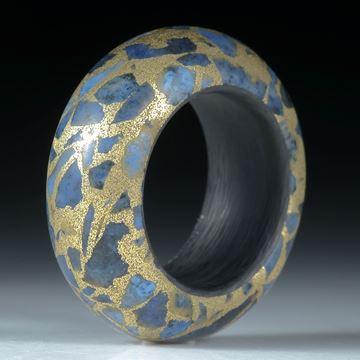 Edelsteinring Dumortierit in Bronzematrix mattiert, mit Karbon Innenring