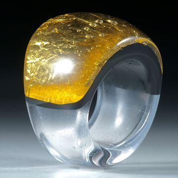 Fingerring Goldglas (Fusingglas mit Blattgold), im Verlauf geschliffen und poliert