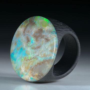 Edelsteinring Opal Andamooka Australien, Ringschiene aus Karbon ca.32x28x25mm