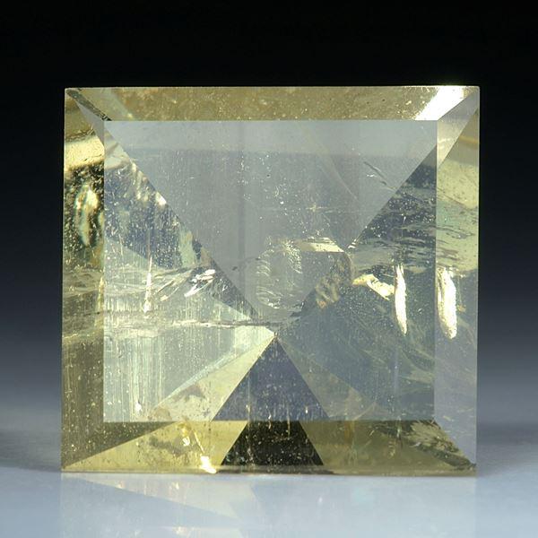 Beryll Quadrat 53.38ct. 24x24x16.5mm