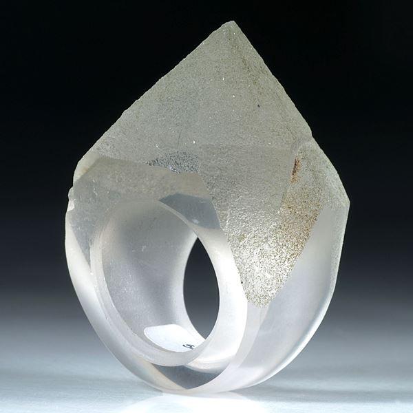 Fingerring Bergkristall mit naturbelassener Spitze, ca.45x35x27mm