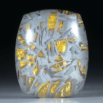 Bergkristall in Alumatrix mit Goldglas hinterlegt, ca.30x25x10mm