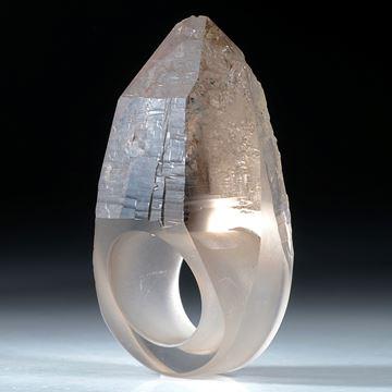 Fingerring Bergkristall mit naturbelassener Spitze ca.58x35x24mm