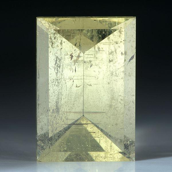 Beryll rechteckiger Spiegelschliff 46.78ct. ca.29x19.5x12.5mm