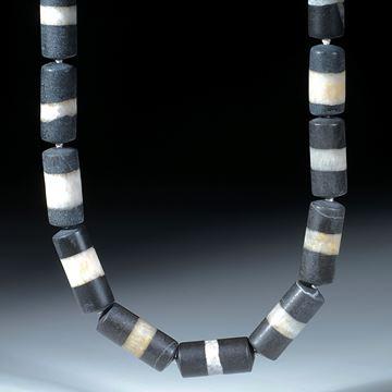 Kieselstein Collier aus handgeschliffenen Zylinderteilen