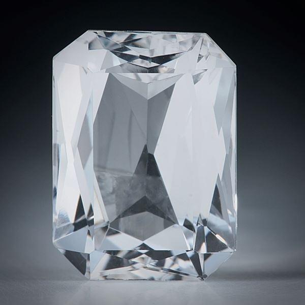 schweizer Bergkristall facettiert, 14.37ct. Scherenschliff ca.18x13x9mm