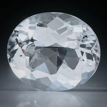 schweizer Bergkristall facettiert, 9.37ct. Ovalschliff ca.15x13x8.5mm