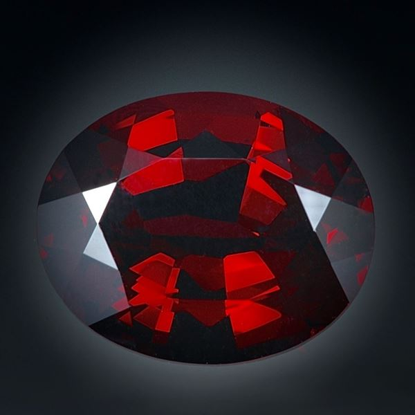 Granat 6.41ct. Oval facettiert ca. 12.5x10x6.5mm