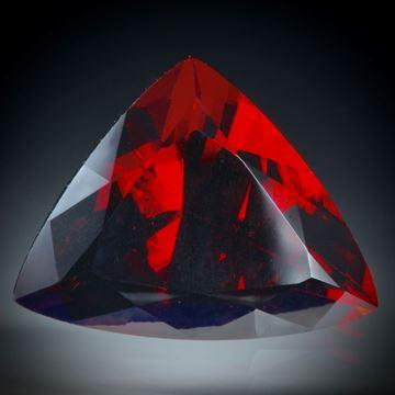 Granat, 15.01ct  Dreieck facettiert ca.18.5x14.5x10.5mm