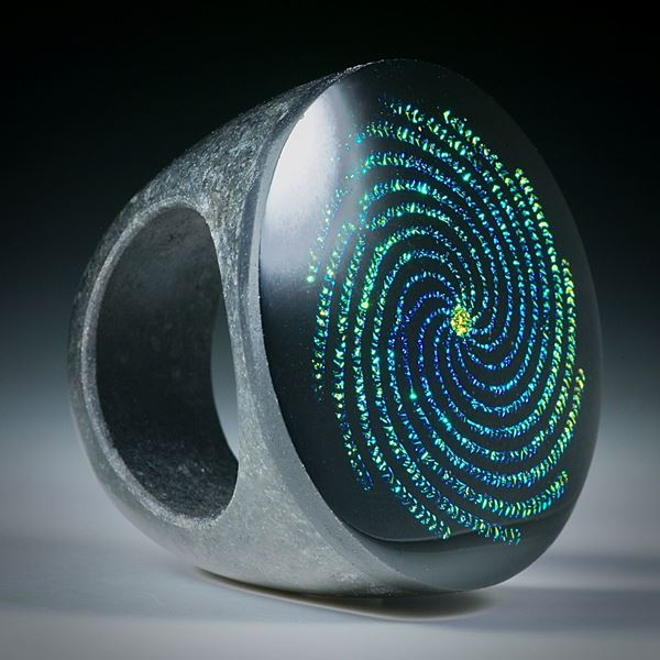 Fingerring Opalglas mit Lasergraviertem Muster
